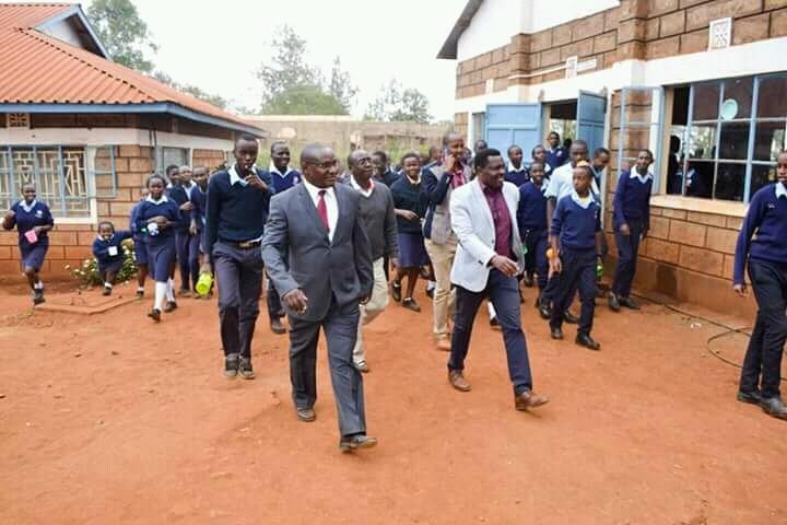volunteer project: Kiereni Secondary School photo 1