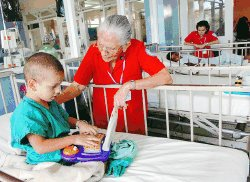 volunteer project: HOSPITAL DE NIÑOS (Child Care) photo 1