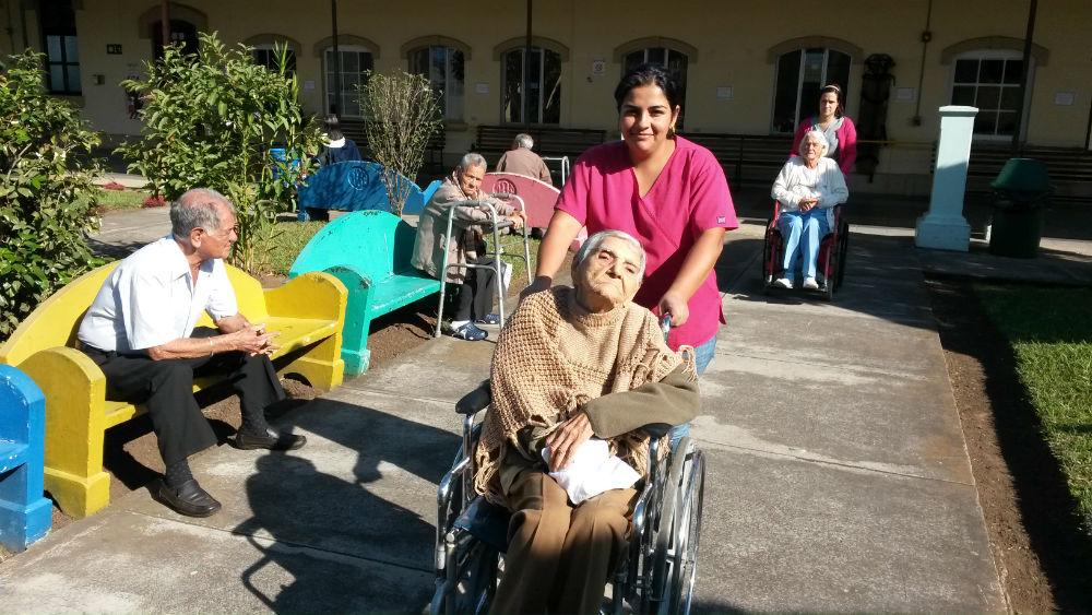 volunteer project: HOGAR DE ANCIANOS CARLOS MARIA ULLOA (Elderly Home) photo 1